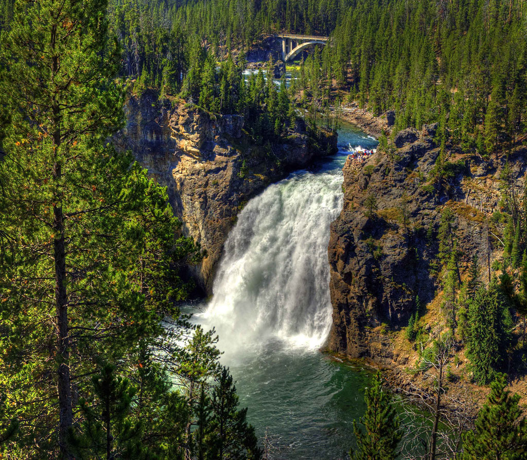 Yellowstone-National-Park_Upper-Falls